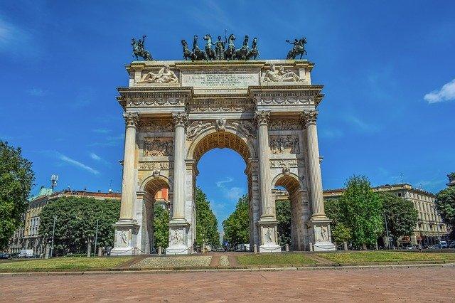 Visitare Milano con la sicurezza di un NCC